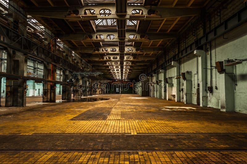 Interior industrial de uma fábrica imagens de stock
