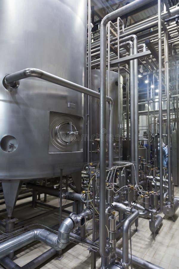 Interior industrial de uma fábrica do álcool foto de stock