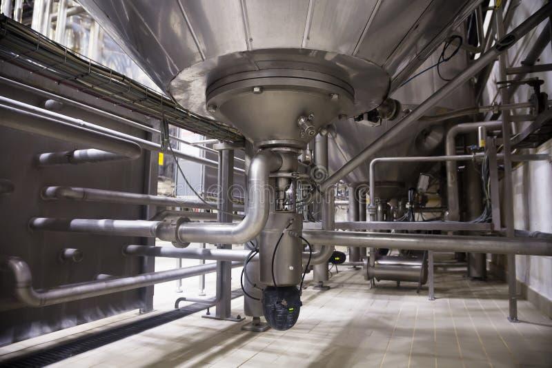 Interior industrial de uma fábrica do álcool fotos de stock