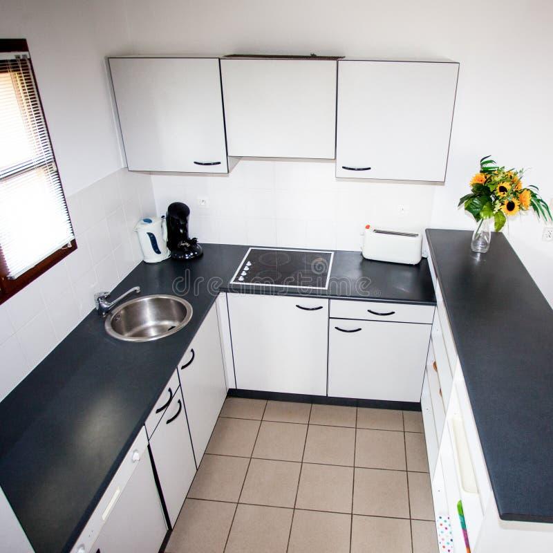 Interior limpio de la cocina moderna imagen de archivo libre de regalías