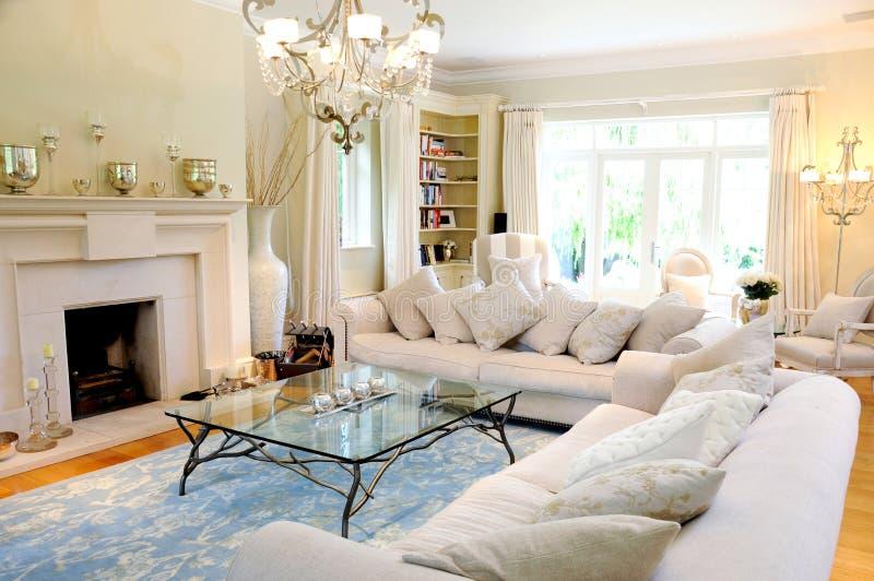 Interior luxuoso da sala de estar fotografia de stock royalty free