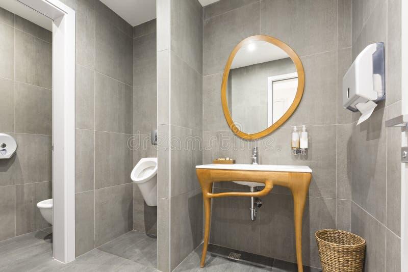 Interior luxuoso do banheiro imagens de stock royalty free