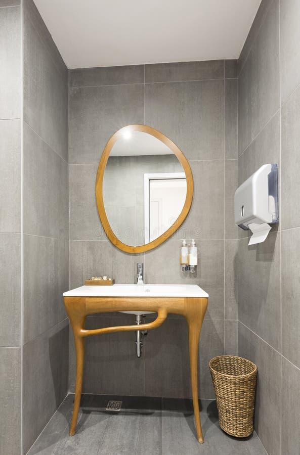 Interior luxuoso do banheiro fotos de stock royalty free