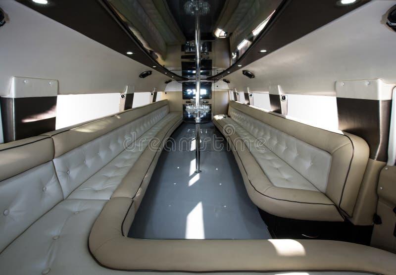 Interior luxuoso do carro do partido foto de stock royalty free