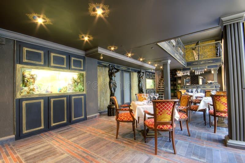 Interior luxuoso do restaurante imagem de stock