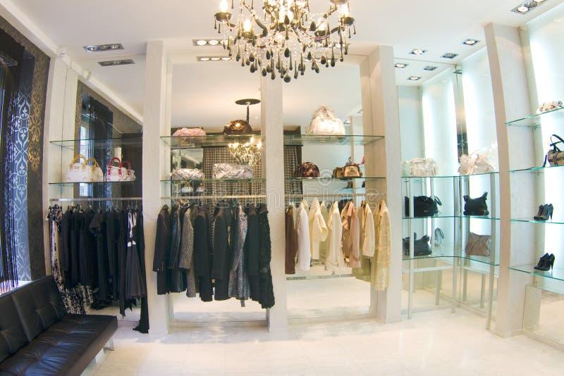 Interior luxuoso moderno do boutique fotos de stock royalty free