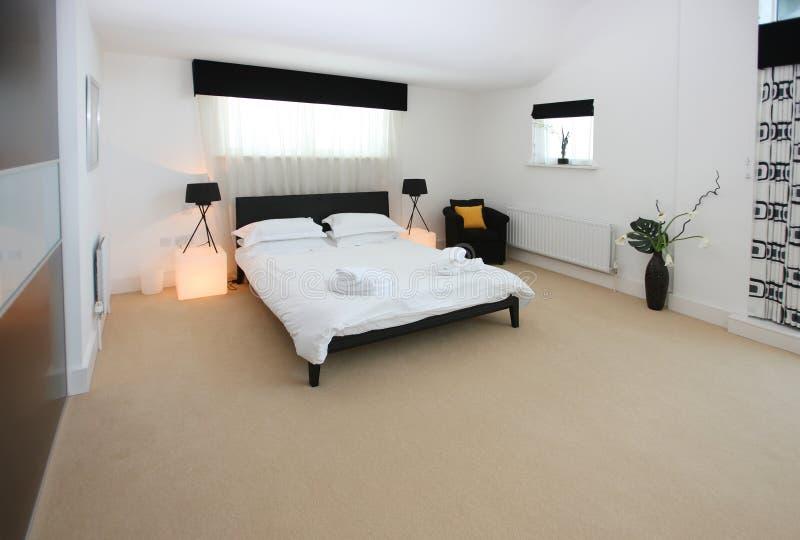 Interior luxuoso moderno do quarto fotografia de stock royalty free