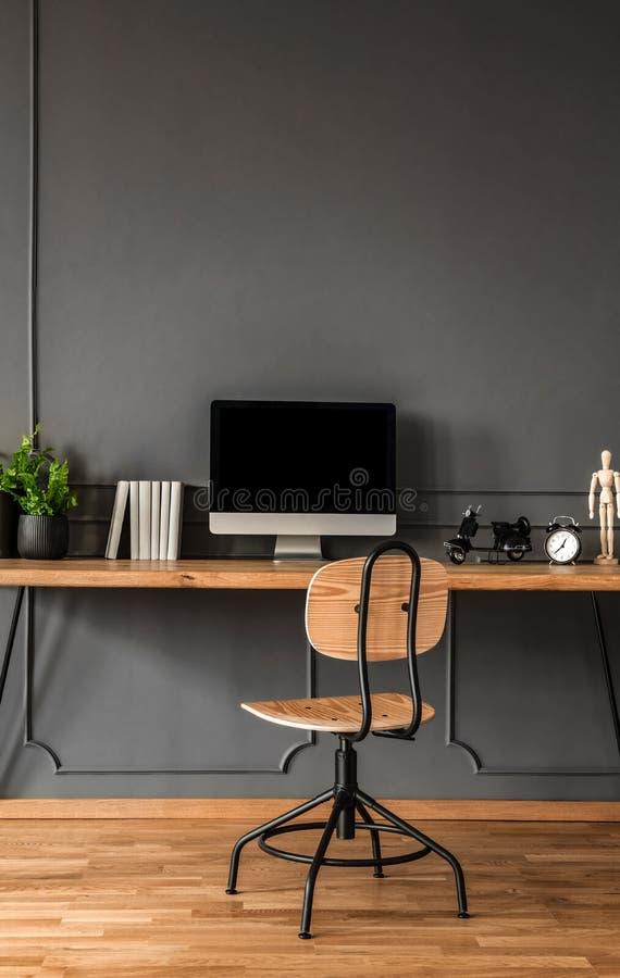 Interior mínimo cinzento do espaço de trabalho fotografia de stock