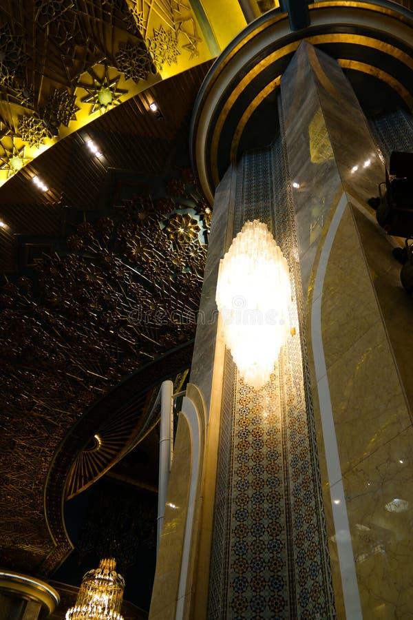 Interior magnífico de la mezquita de Kuwait, la Ciudad de Kuwait, Kuwait fotos de archivo