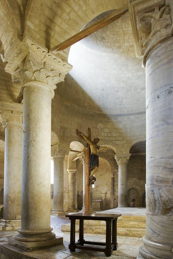 Interior magnífico de uma catedral fotografia de stock royalty free