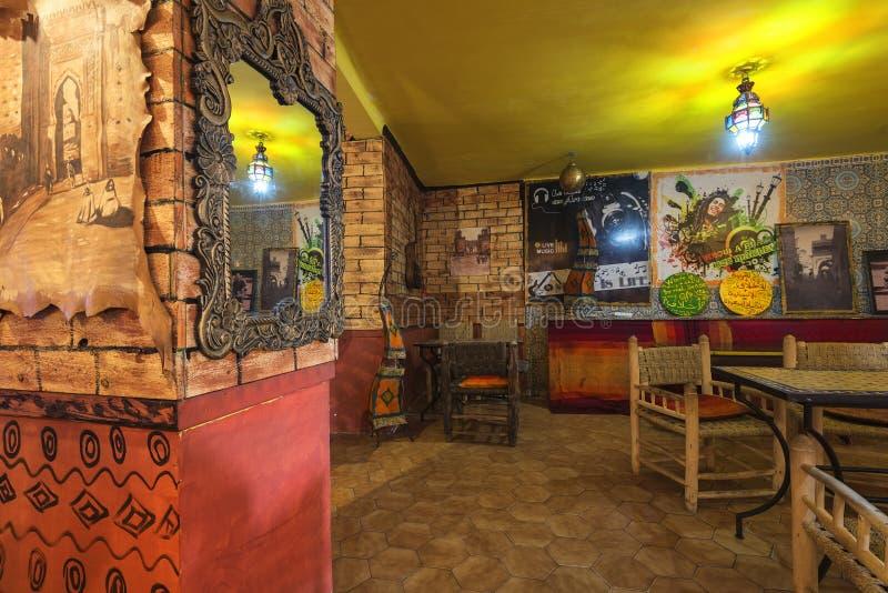 Interior marroquí del restaurante fotografía de archivo