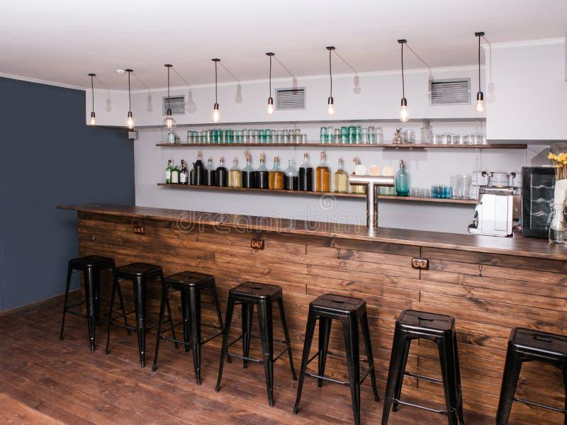 Interior moderno da barra Lugar criativo para a empresa imagens de stock royalty free