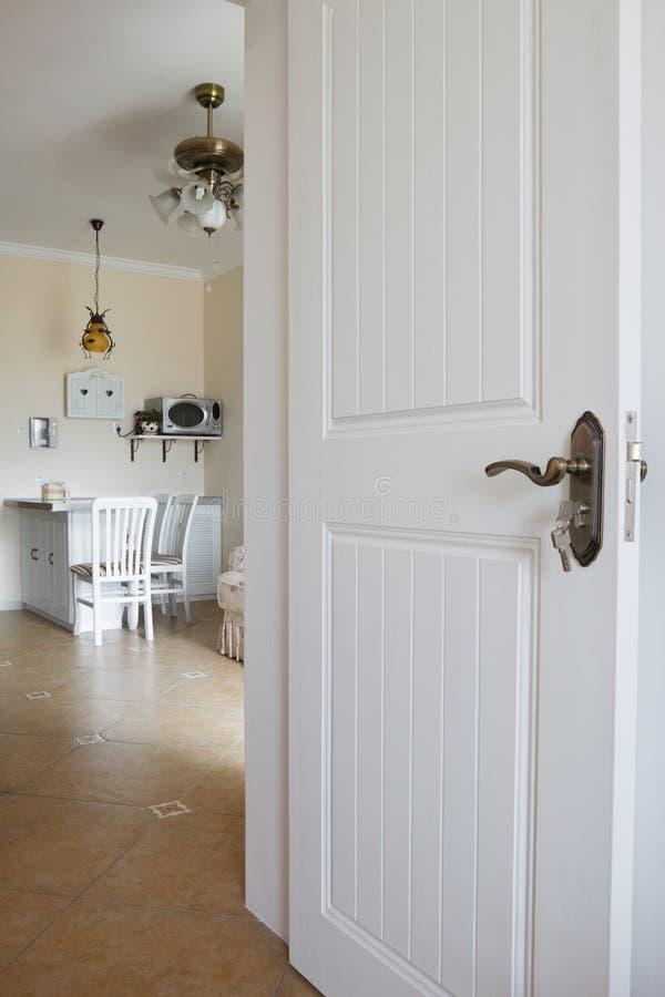 Download Interior moderno da casa imagem de stock. Imagem de quarto - 10056287