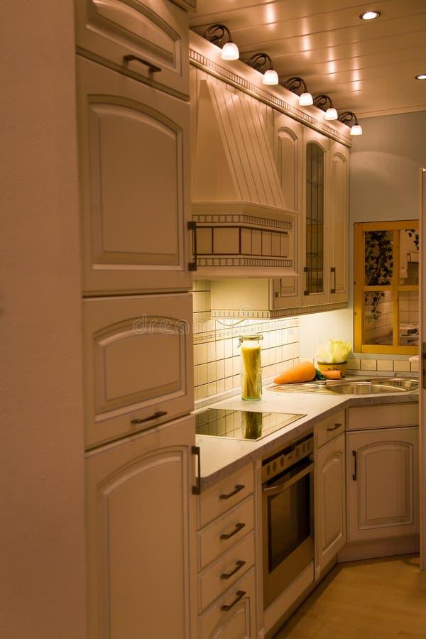 Interior moderno da cozinha. imagens de stock