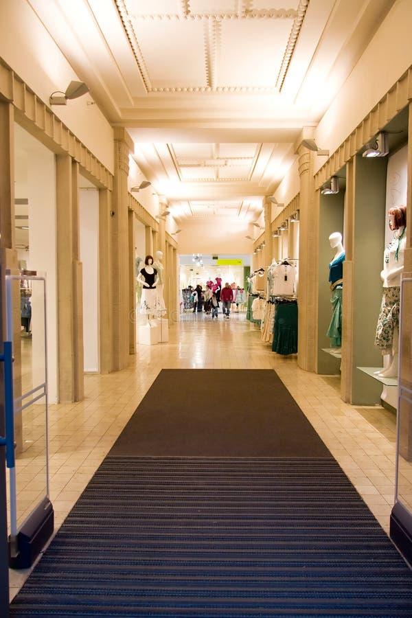 Interior moderno da loja imagens de stock