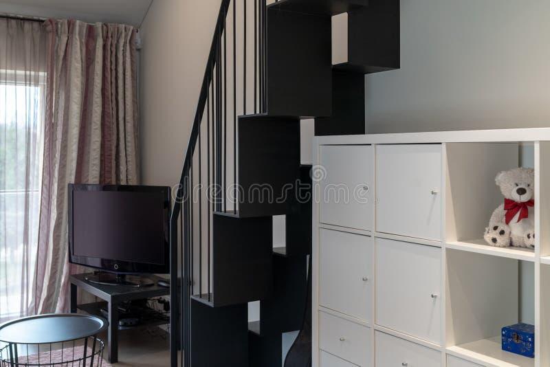 Interior moderno da sala da menina imagem de stock