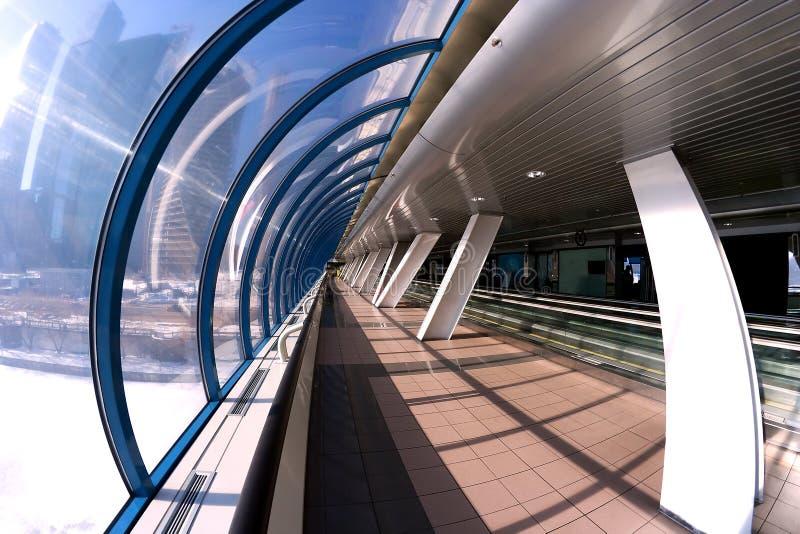 Interior moderno de la arquitectura de la galería foto de archivo