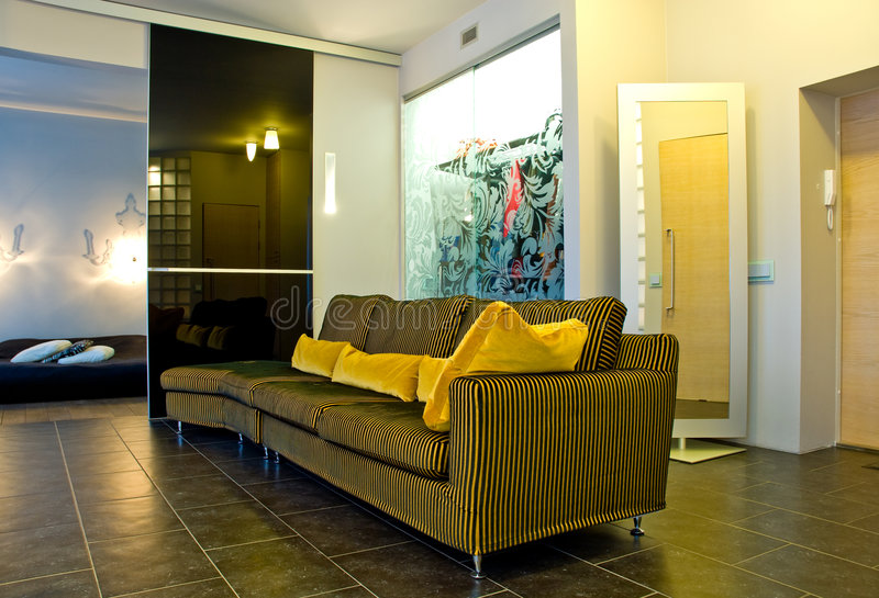 Interior moderno de la casa   foto de archivo libre de regalías