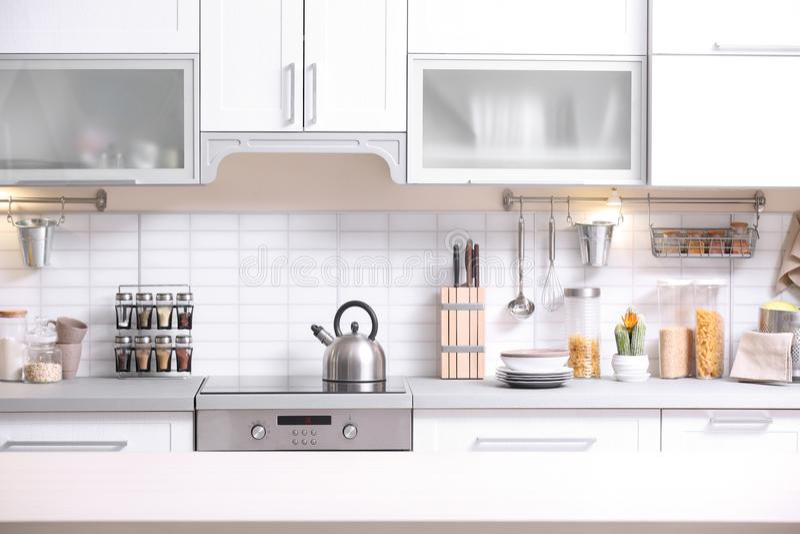 Interior moderno de la cocina foto de archivo libre de regalías