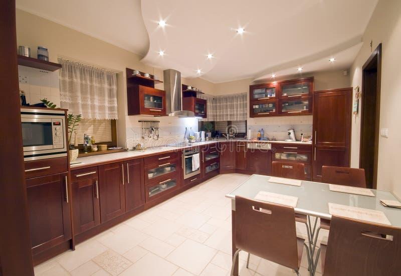 Interior moderno de la cocina imagen de archivo