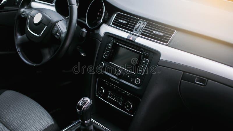 Interior moderno del coche imagen de archivo
