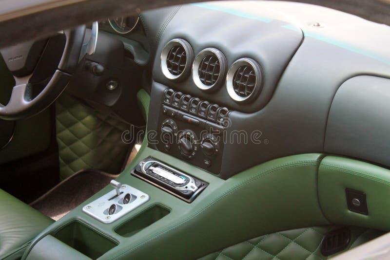 Interior moderno del coche de deportes de Ferrari fotografía de archivo