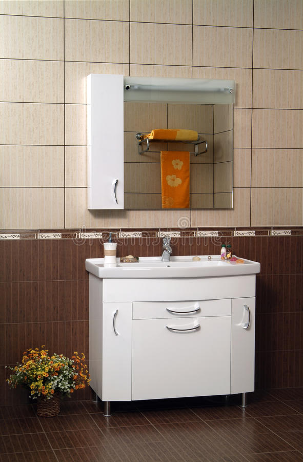 Interior moderno del cuarto de baño fotografía de archivo libre de regalías