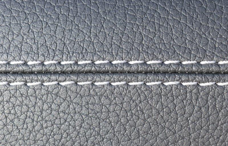 Interior moderno del cuero del negro del coche deportivo Parte de los detalles de cuero del asiento de carro fotos de archivo libres de regalías