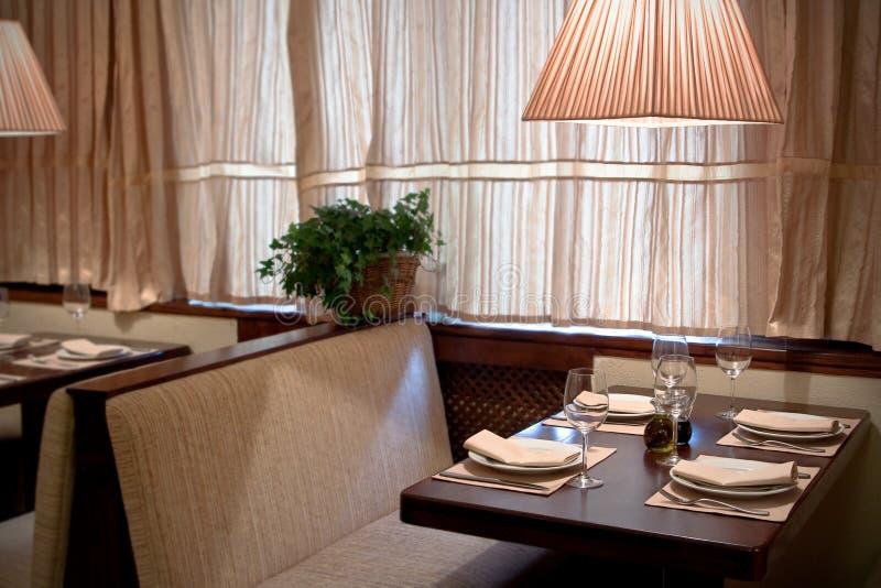 Interior moderno del restaurante imagen de archivo