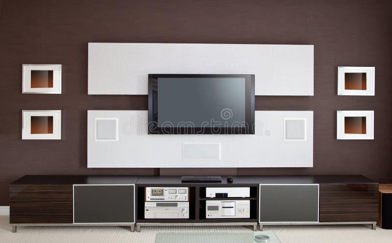 Interior moderno del sitio de teatro casero con la pantalla plana TV imágenes de archivo libres de regalías