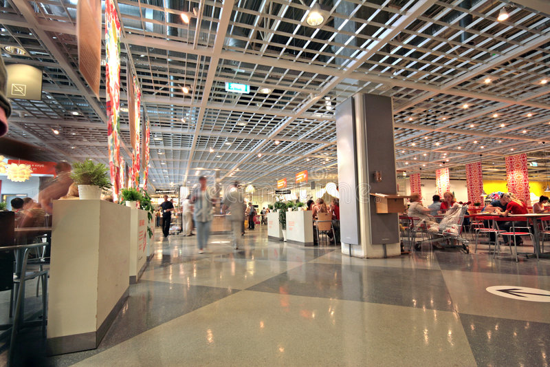 Interior moderno do centro da loja imagens de stock royalty free