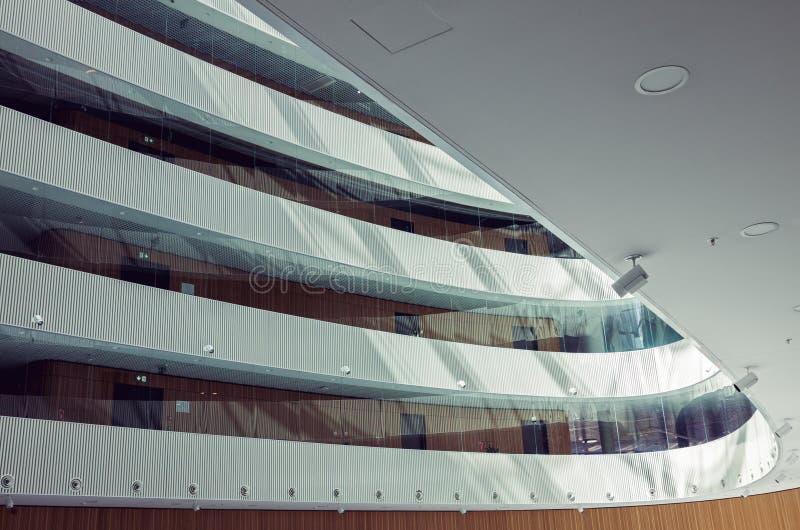 Interior moderno do centro de negócio contemporâneo foto de stock royalty free