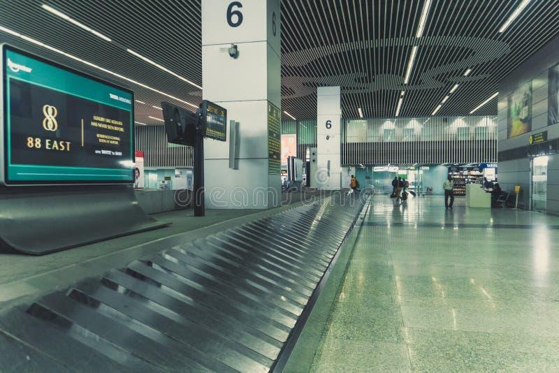 interior moderno do salão do aeroporto com ninguém foto de stock royalty free