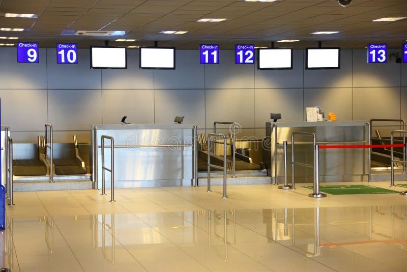 Interior moderno do terminal de aeroporto foto de stock