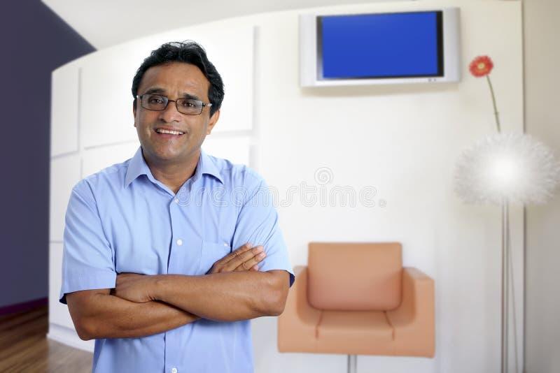 Interior moderno latin indiano do escritório do homem de negócio imagens de stock royalty free