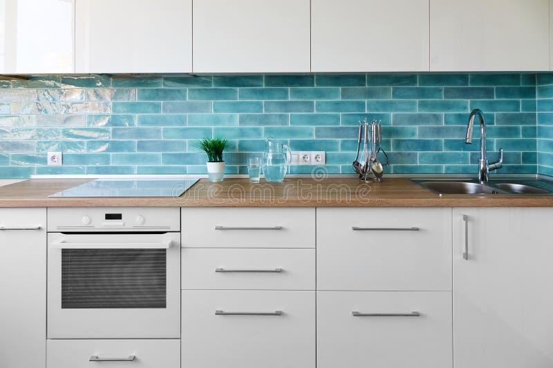 Interior moderno novo da cozinha imagem de stock royalty free