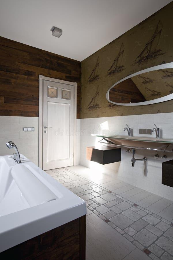 Interior moderno novo do banheiro fotografia de stock