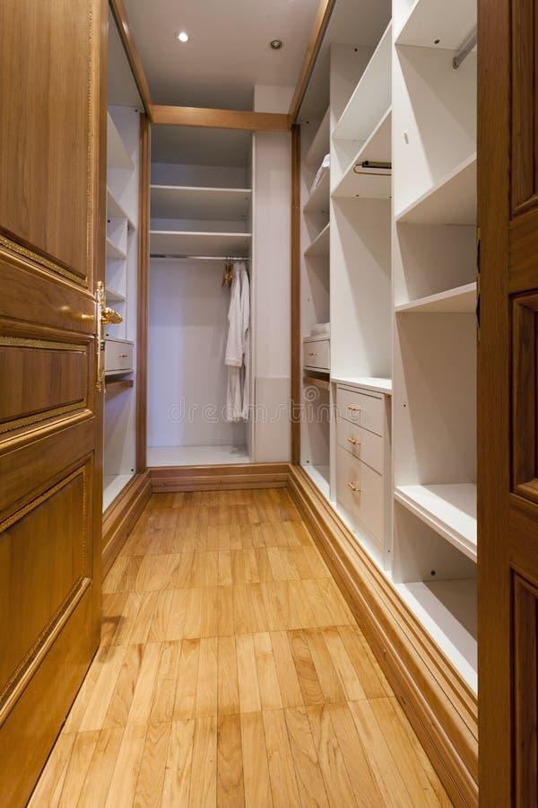 Interior moderno vazio da sala do armário fotos de stock royalty free