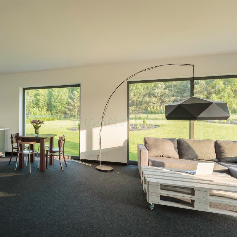 Interior moderno y cómodo imágenes de archivo libres de regalías