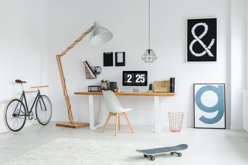 Interior na moda com espaço do estudo fotos de stock