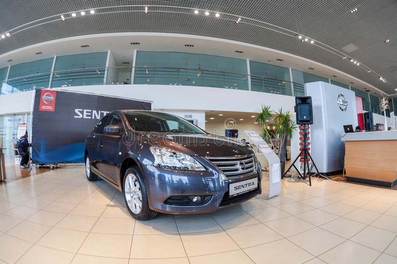 Interior no escritório do negociante oficial Nissan foto de stock royalty free