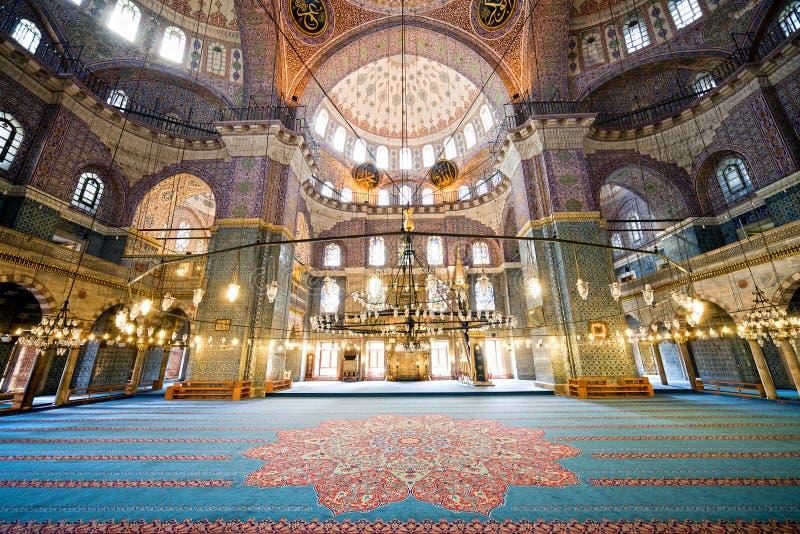 Interior novo da mesquita em Istambul imagem de stock royalty free
