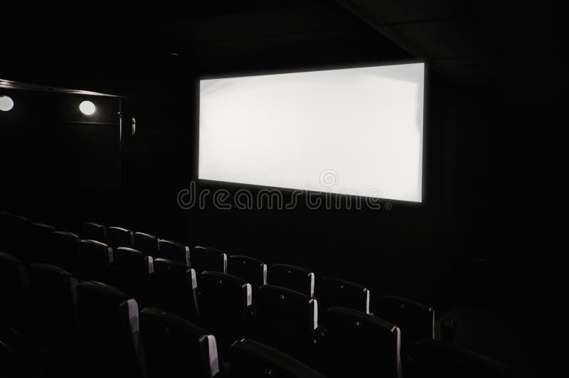 Interior oscuro del teatro de película fotografía de archivo libre de regalías