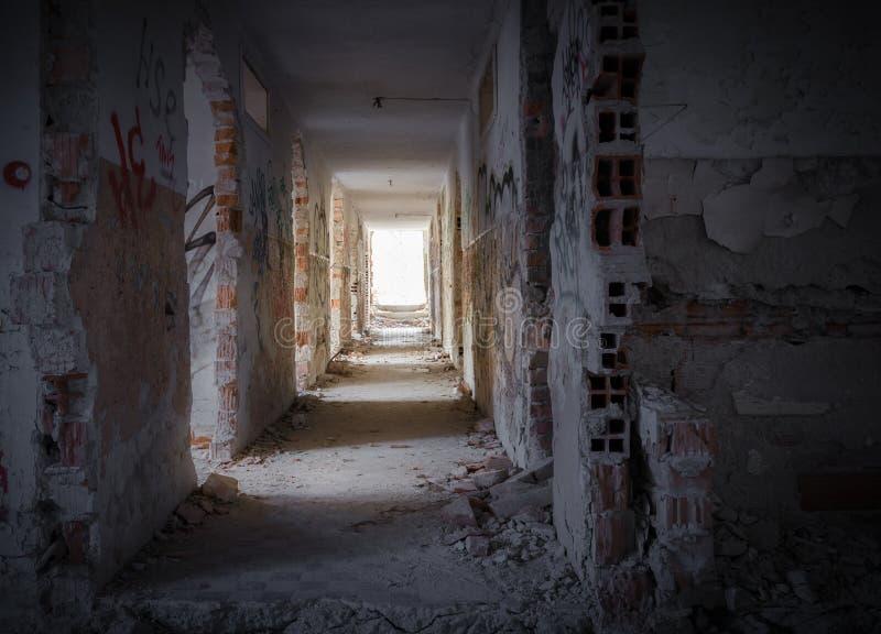 Interior oscuro espeluznante de la casa fotografía de archivo libre de regalías