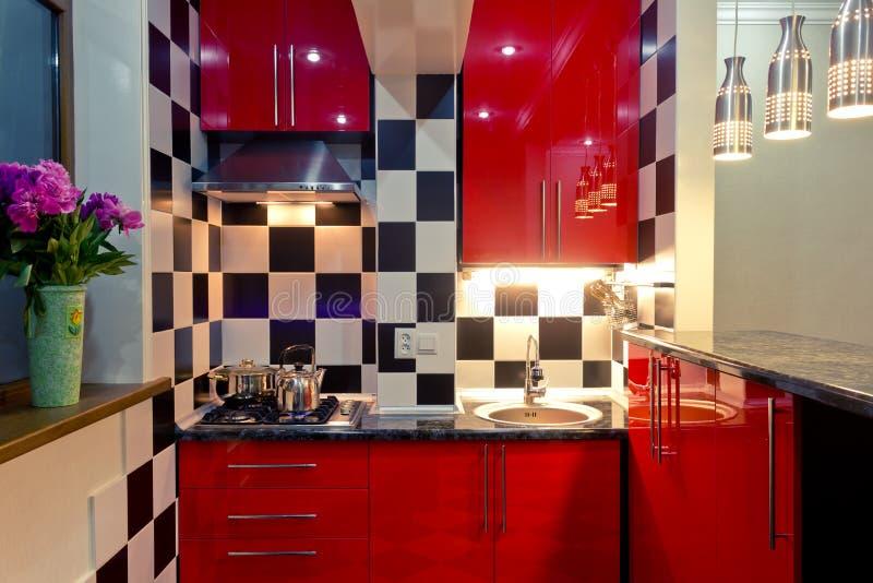 Interior pequeno da cozinha fotos de stock royalty free