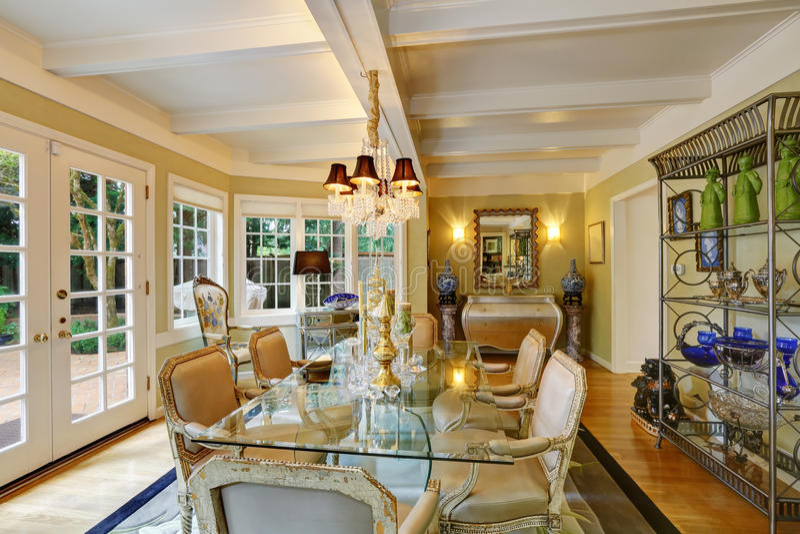 Interior precioso del comedor del estilo del victorian imagen de archivo