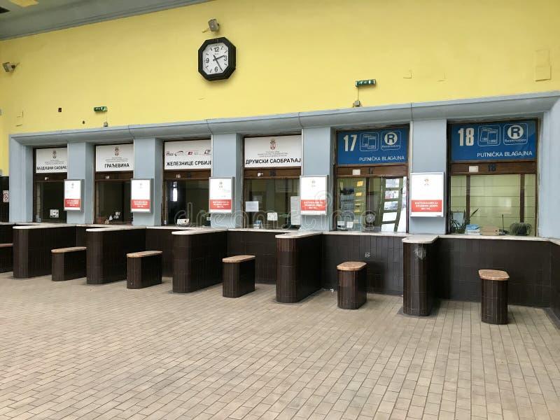 Interior principal da estação de trem de Belgrado, Sérvia fotos de stock royalty free