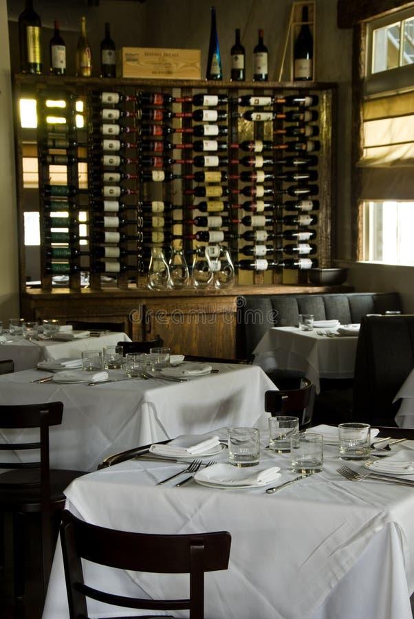 Interior rústico do restaurante imagem de stock