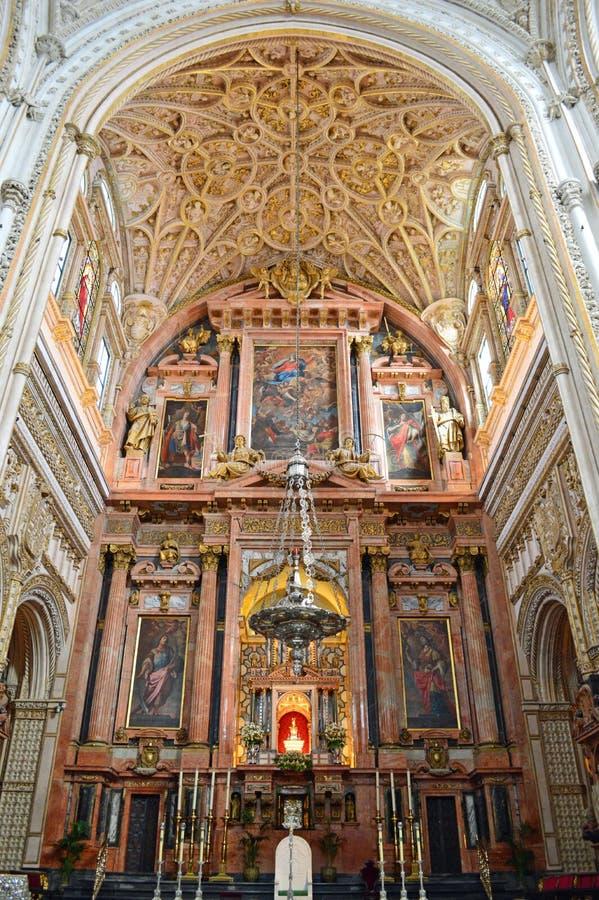 Interior - retábulo principal no Mezquita Córdova, Andalucia, Espanha imagens de stock