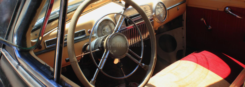 Interior retro do carro (fragmento) fotos de stock